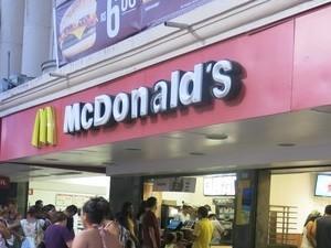 Unidade do McDonald's de Santos foi multada (Foto: LG Rodrigues / G1)