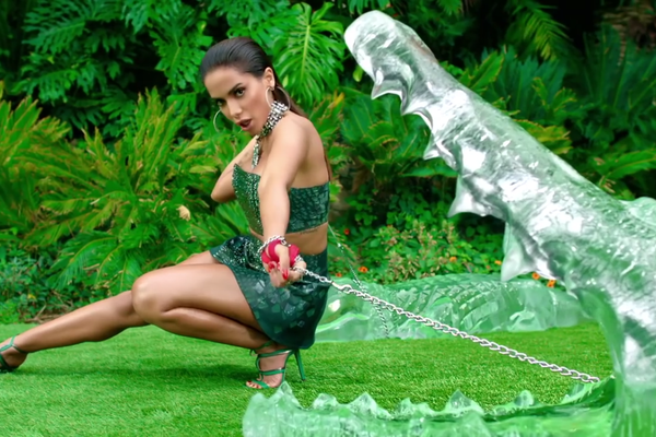 A brasileira Anitta em cena do clipe com a australiana Iggy Azalea (Foto: Divulgação)