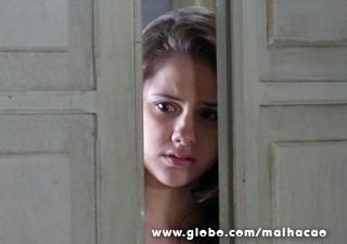 Clara não esconde a decepção (Foto: Malhação / TV Globo)