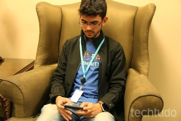 Marcos Moraes mostra seu novo 'clássico': o Bit Journey (Foto: Fabrício Vitorino/TechTudo)