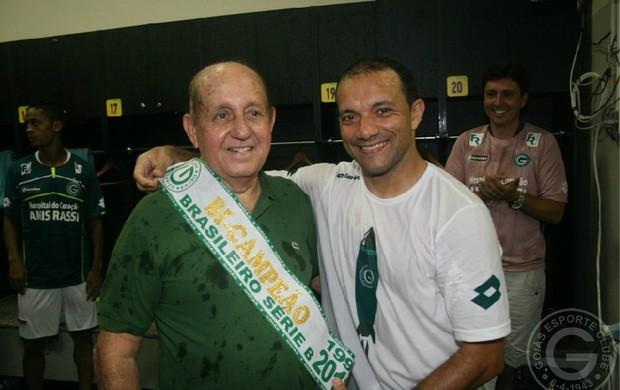 Hailé Pinheiro e Iarley comemoram título da Série B (Foto: Rosiron Rodrigues/Goiás E.C.)