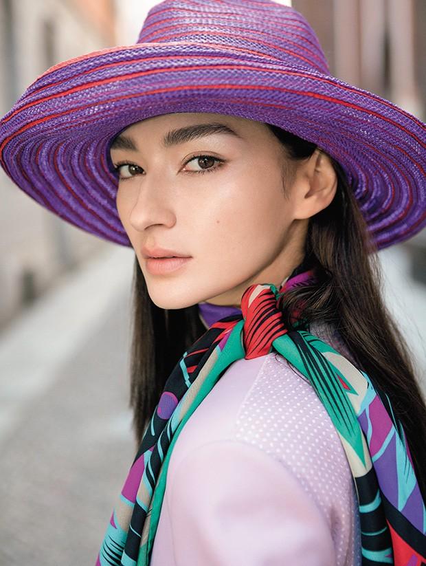 Acessórios, como lenço e chapéu, seguem a mesma paleta de cores (Foto: Ricardo Abrahao (ABÁ MGMT))