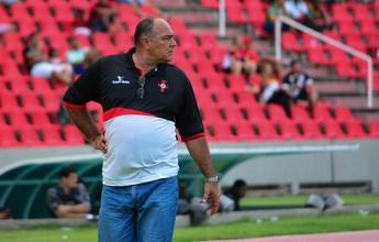 """Scarpino cobra postura de atletas: """"Vai ficar quem tem garrafa para vender"""""""