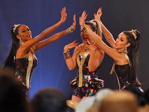Empreguetes show de são joão 02 (Foto: Cheias de Charme/ TV Globo)