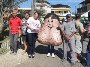 Mascote foi apresentado em feira de Saúde e Cidadania de Porto Firme (Foto: Site AAPEC)