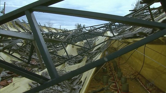 Granizo causa prejuízos de R$ 500 mil em granjas de Pratápolis, MG