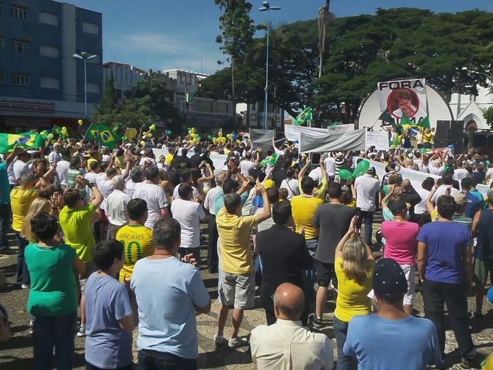 Em Franca, 3 mil pessoas participam de manifestação contra o governo Dilma Rousseff e as condições na economia