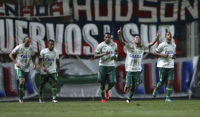 Ananias gol da Chapecoense contra San Lonrenzo (Foto: EFE/David Fernández)