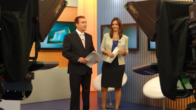 Tony Lamers e Vanessa Machado no Jornal da Tribuna 1ª Edição  (Foto: Eder Pin)