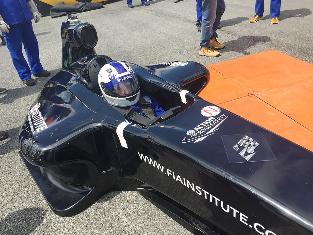 O cockpit oficial FIA usado para simulação e procedimentos de treinamento (Foto: Divulgação/Conexão Saloma)