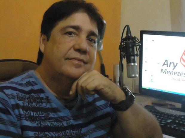Ary Menezes era considerado dono de uma voz inconfundível na cidade. (Foto: Arquivo Pessoal)