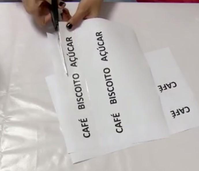 Adesivo caseiro: recorte a palavra que você quer colar no pote (Foto: Divulgação)