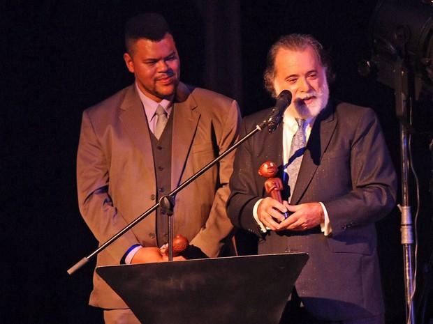 Babu Santana e Tony Ramos dividiram prêmio de melhor ator (Foto: José Raphael Berrêdo/ G1)