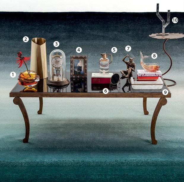 sobre a mesa tesouros e mimos