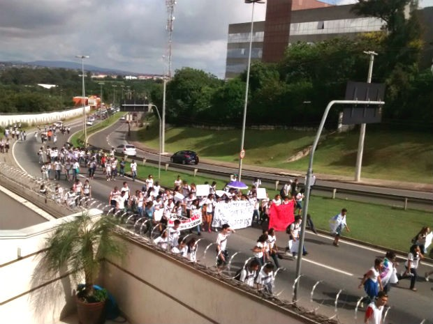Estudantes fizeram passeata contra alterações na merenda de Etec (Foto: Ivana Ramos / Arquivo Pessoal)