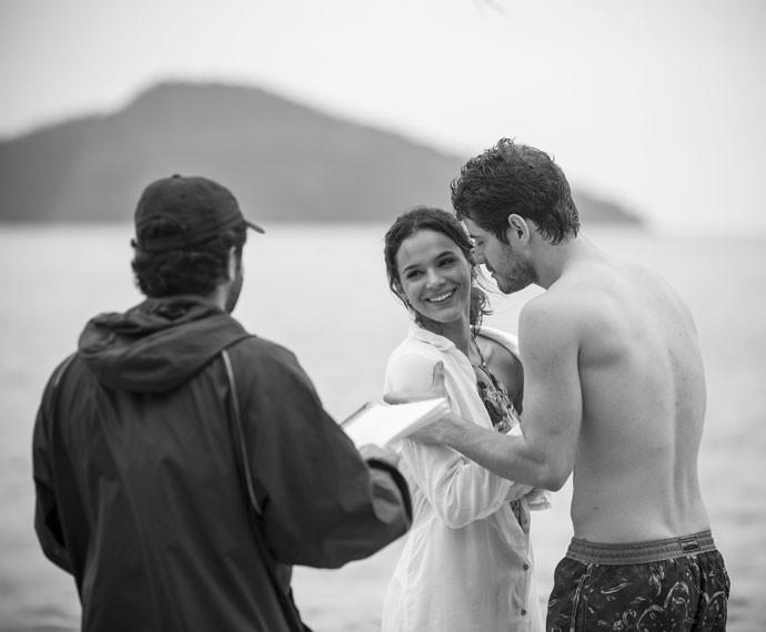 Bruna Marquezine e Maurício Destri gravam lua de mel de Mari e Ben (Foto: Raphael Dias/Gshow)
