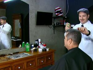 André Cunha abriu a própria barbearia em São Carlos (Foto: Wilson Aiello/EPTV)