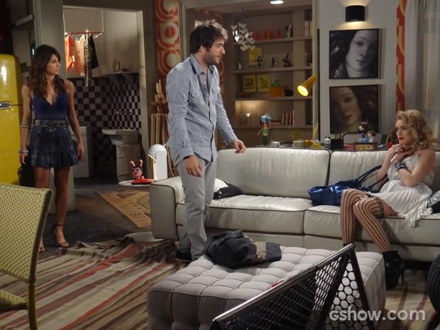 Manu fica revoltada com a loira e parte para cima dela (Foto: Geração Brasil/TV Globo)
