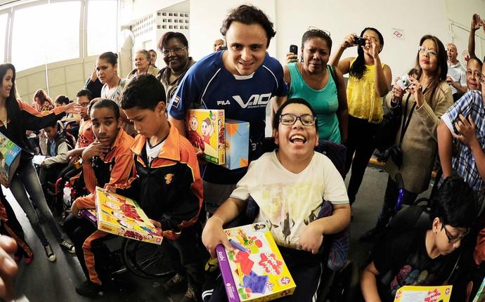 Felipe Massa Crianças pilotos futebol (Foto: Marcos Ribolli / Globoesporte.com)