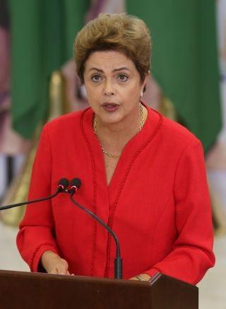 Dilma Rousseff discursa durante cerimônia de anúncio da nova etapa do Programa de Investimento em Logística (Foto: Lula Marques/ Agência PP)