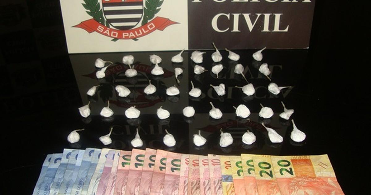 Cinco menores são apreendidos e cinco traficantes presos em Rio ... - Globo.com