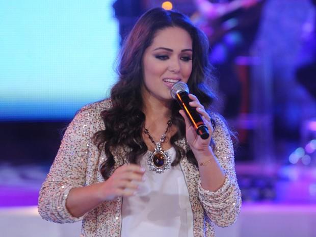 Tânia Mara solta sua linda voz no palco do TV Xuxa (Foto: Divulgação / Xuxa Produções)
