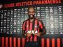 Com moral: jogadores do Atlético-PR rasgam elogios ao atacante Grafite