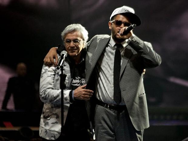Caetano Veloso e Emicida protagonizaram dupla inusitada (Foto: Thiago Facina/Divulgação)