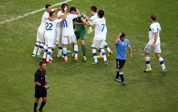 buffon festa penalti italia x uruguai (Foto: Getty Images)