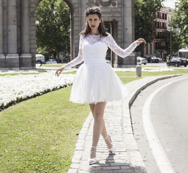 Para casar no civil, um vestido curto é a sugestão de Carol Hungria. Aqui, peça da coleção Blue (Foto: Elena Bau)