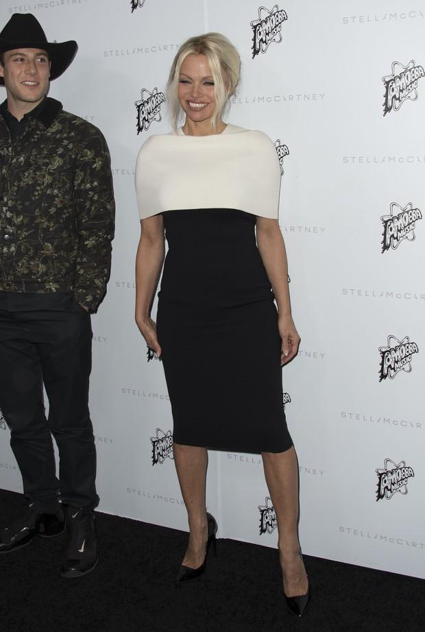 Pamela Anderson em evento de moda em Los Angeles, nos Estados Unidos (Foto: Valerie Macon/ AFP)