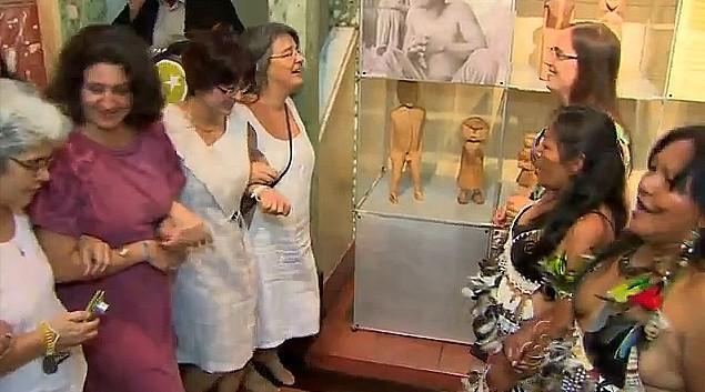 Convidados participam da apresentação do grupo Ticuna (Foto: Bom dia Amazônia)