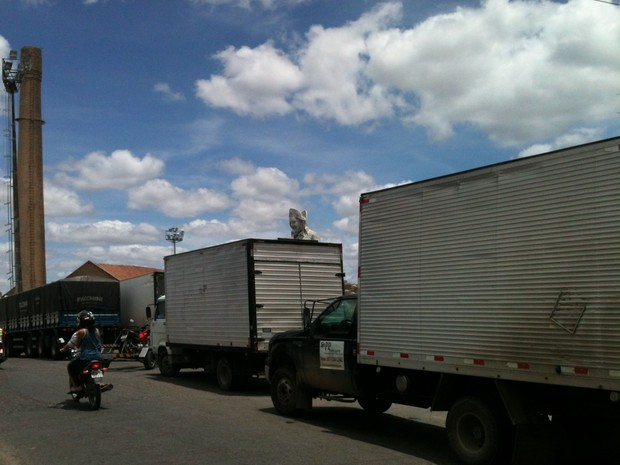 Estacionamento irregular ocorre a qualquer hora, segundo leitor. (Foto: Geraldo Pereira/ VC no G1 )