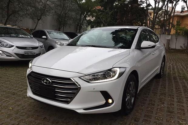 Flagramos o novo Hyundai Elantra, que chega com preço ...