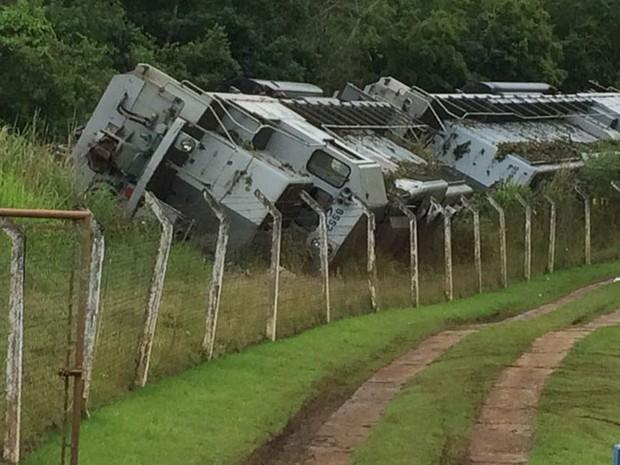 Trem descarrilou ao lado de chácara na zona rural (Foto: Lucas Cerejo/ TV TEM)