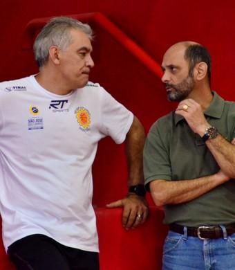 Luiz Zanon e Luis Inácio Messias São José Basquete (Foto: Danilo Sardinha/GloboEsporte.com)