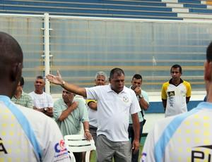 Toninho Andrade fala na reapresentação do Macaé (Foto: Tiago Ferreira / Macaé)