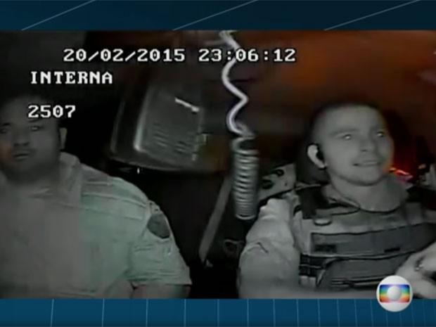 Soldado Allan Monteira dirigia carro da PM quando colega de farda matou um jovem durante um patrulhamento na favela da Palmeirinha, em Honório Gurgel, no Subúrbio do Rio (Foto: Reprodução / TV Globo)