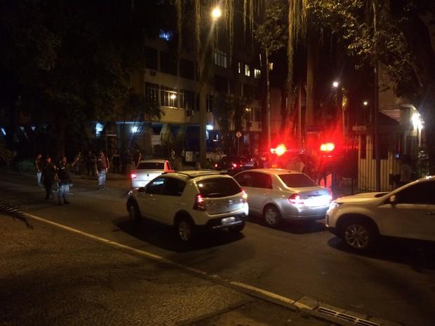 Trânsito foi desviado pela Rua Paisandu (Foto: Marcelo Elizardo/G1)
