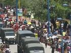 Dupla faz arrastão no desfile militar de Fortaleza com 300 PMs; assista