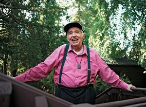 """OCUPADO Harold Bloom na sua casa em New Haven em 2011. Ele diz que A anatomia da influência é seu """"canto do cisne"""". Aos 83 anos, continua a escrever e a lecionar (Foto: Pascal Perich/Contour by Getty Images)"""