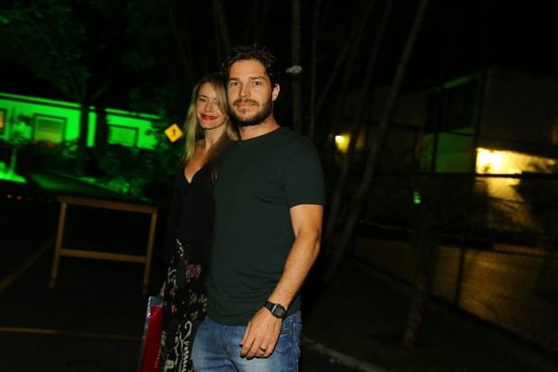 Erik Marmo e a mulher em festa no Rio (Foto: Marcello Sá Barreto/ Ag. News)