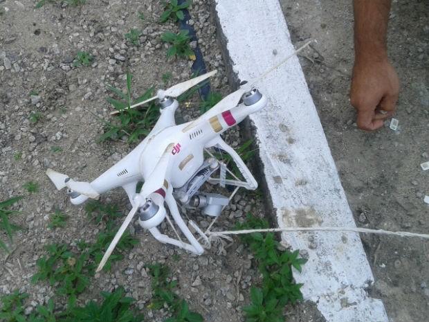 Drone é apreendido com 340 chips e 9 celulares antes de chegar a presídio (Foto: Divulgação/Polícia Militar)