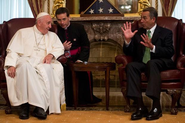 Papa Francisco participa de encontro com o presidente da Câmara dos EUA, John Boehner, antes de seu discurso no Congresso americano nesta quinta-feira (24) (Foto: Bill Clark/Reuters)