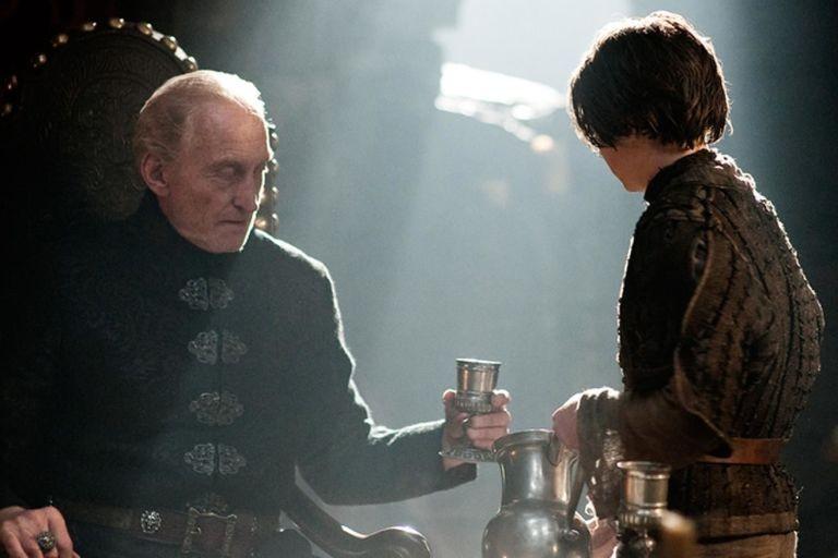 Arya servindo Tywin Lannister (Foto: Divulgação)