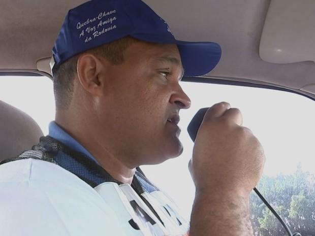 As informações sobre as rodovias são transmitidas por rádio (Foto: Reprodução / TV TEM)