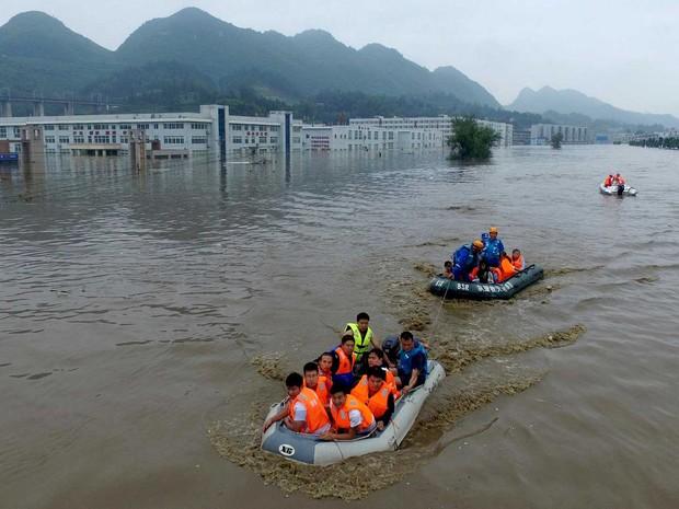 Chuvas constantes e fortes inundaram a região (Foto: AP Photo)