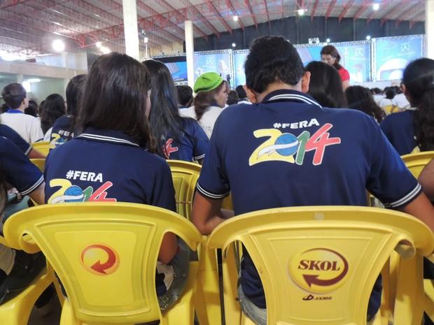 Alunos da Erem Canhotinho criaram camiseta especial para participar do aulão (Foto: Luka Santos / G1)