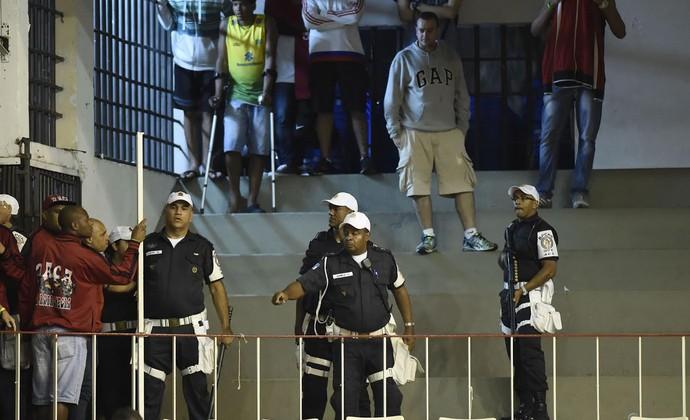 b3ffba0da9 Torcidas organizadas do Fla brigam e interrompem clássico contra o Vasco