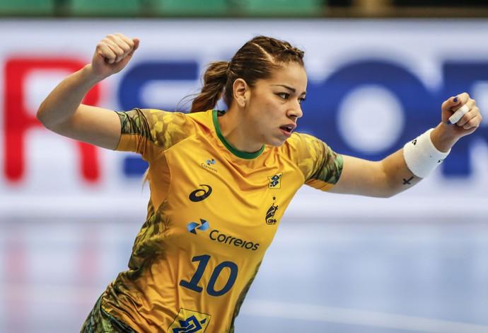 Célia comemora um de seus gols no jogo entre Brasil e Congo no Mundial (Foto: Wander Roberto/inovafoto)